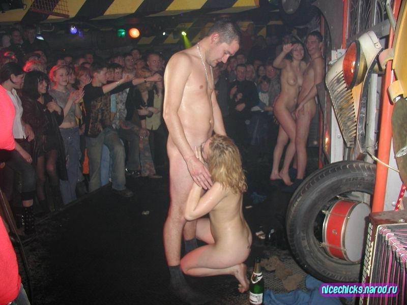 голые в клубах фото